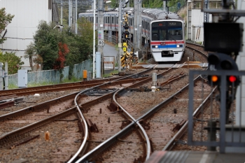 2021年4月13日 10時56分頃。京成佐倉。下り本線で折り返す、1063K〜1062Kの3758ほか8連。