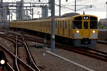 2021年4月13日 17時30分頃。石神井公園。3番ホームへ到着する2071Fの上り回送列車。5616レになりました。