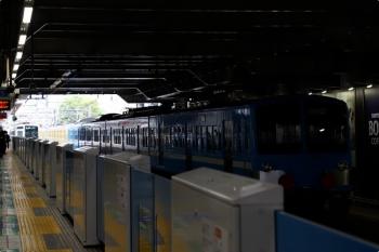 2021年4月17日 11時47分頃。所沢。右が6番線で発車を待つ1251F+263F。左奥は6151Fの4121レ。