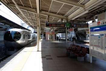 2021年4月18日。入間市。発車した001-A編成の「むさし63号」63レ。