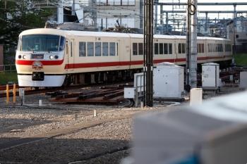 2021年4月18日。所沢。2番ホームへ到着する10105Fの134レ。