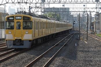 2021年4月21日 6時53分頃。小手指。2番ホームを通過した2465F+2087Fの上り回送列車。