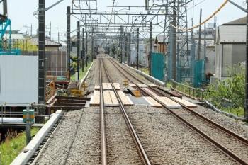 2021年5月2日。武蔵藤沢〜稲荷山公園駅間。奥が武蔵藤沢駅です。