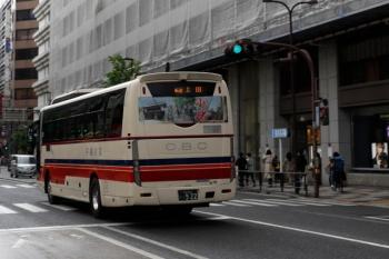 2021年5月2日 15時前。池袋。西武の東口前。長野県へ向かう高速バス。歩道の人通りは先週の半分未満。