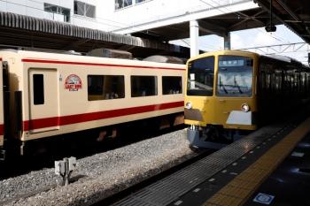 2021年5月2日。西所沢。10105Fの「LAST RUN」マークと、2番ホームへ到着する263Fの6120レ。