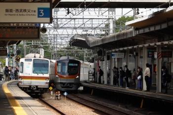 2021年5月2日。西所沢。メトロ7016Fの6807レ(左)とメトロ17003Fの4852レ。