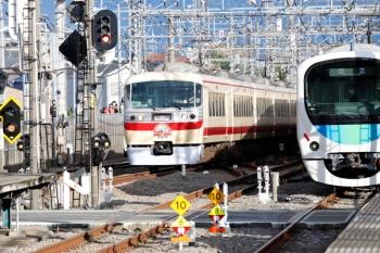 2021年5月2日 16時50分ころ。西所沢。西武球場前駅で壁になっていた30104Fは、西所沢駅でも10105F(下り回送列車)への壁になってました。
