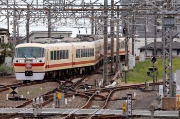 2021年5月2日 16時8分ころ。所沢。下り本線を横切り、6番線へ入る10105Fの上り回送列車。