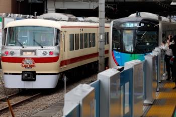 2021年5月2日。所沢。6番線で折り返し待ちの10105F(左)と、発車した40153Fの4141レ。