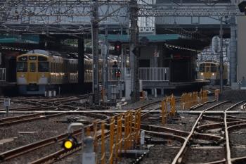 2021年5月5日。保谷。右奥が、2番ホームへ入る2463F+2071Fの4109レ。左は3番ホームで発車を待つ2073Fの5710レ。