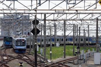 2021年5月5日 11時5分頃。所沢。Y513Fの上り回送列車。3番ホームを通過する。