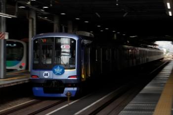 2021年5月9日 16時16分頃。ひばりヶ丘。3番ホームを通過するY517Fの上り回送列車。2156レの前の通過でした。