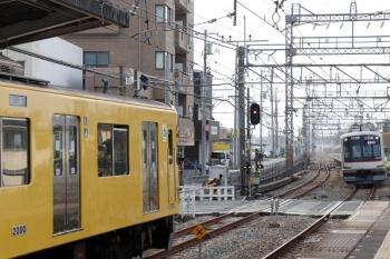 2021年5月9日。西所沢。左が、下り方から回送されてきた2079F。右は東急5178Fの6801レ。
