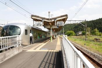 2021年5月19日 14時55分頃。武蔵横手。1番ホームに停車した001-D編成の32レ・特急「ちちぶ32号」。