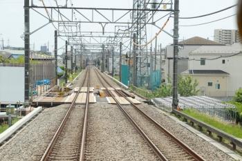 2021年5月15日 12時前。武蔵藤沢〜稲荷山公園駅間。上り列車の車内から見た不老川の工事現場。