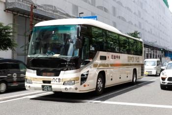2021年5月15日 12時半頃。池袋。明治通りを走る前橋ゆきの日本中央バス。