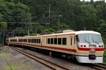 2021年5月16日 14時41分頃。芦ケ久保。側線から発車した10105Fの上り回送列車。