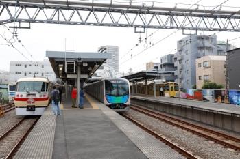 2021年5月16日 9時23分頃。東長崎。右から、2079Fの5433レ、40101Fの2120レ、10105Fの上り回送列車。