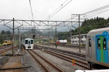 2021年5月16日 13時55分頃。横瀬。左から、電留線で留置の2071F、4009Fの下り列車、廃車となった2003F、S-TRAINで留置の40104F。