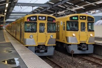 2021年5月19日 6時8分頃。江古田。2089Fの5204レ(左)と2461F+2085Fの4103レ。
