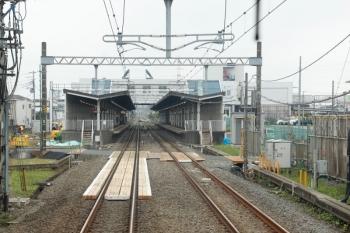 2021年5月22日。武蔵藤沢駅。上り列車の車内から見た飯能方。