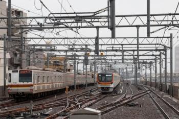 2021年5月22日。石神井公園。左が81S運用・6403レのメトロ7001F、右は65S運用・6332レのメトロ17003F。