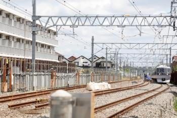 2021年5月23日。東村山〜所沢駅間。仮線に切り替え済みの上り線を走る10000系の166レ。