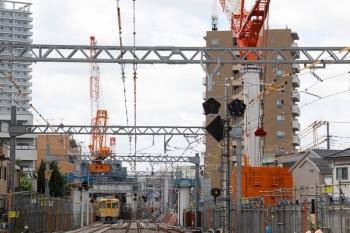 2021年5月23日。東村山〜所沢駅間。2001Fの2648レ。巨大クレーンが2基。