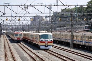 2021年5月23日。小手指車両基地。左から、狭山線のN101系赤電と、留置中のLAST RUN・10105F、そして東急5050系の1705レ。