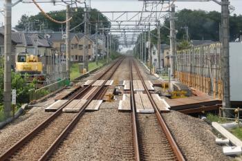 2021年5月30日。武蔵藤沢〜稲荷山公園駅間。奥が稲荷山公園駅です。