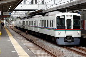 2021年6月5日 8時16分頃。西所沢。4番ホームを通過する4011F+4023Fの上り回送列車。