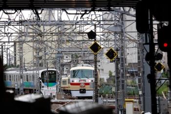 2021年6月5日 10時1分頃。所沢。西武新宿から4番ホームへ到着するLAST RUNの10105F 下り臨時列車。