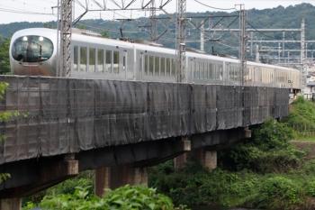 2021年6月6日。仏子〜入間市駅間。上流側に足場が組まれた入間川橋梁を通過するラビュー。