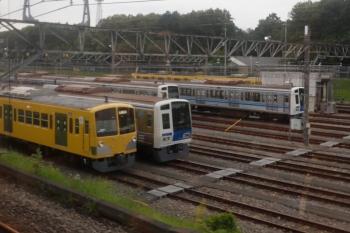 2021年6月13日 16時過ぎ。下り列車の車内から見た小手指車両基地。2番線の飯能方でお休みの263F。