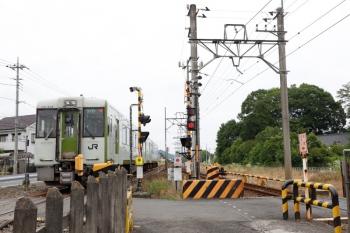 2021年6月13日 10時41分頃。越生〜毛呂。東武越生線との合流地点を通過するキハ110系2連の2263D。