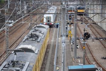 2021年6月13日 14時17分頃。新秋津。入換後、輸送待ちの40155Fの5両(奥)と263Fが連結。