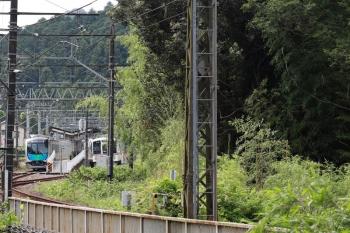 2021年6月20日 8時50分ころ。武蔵横手。40104FのS-TRAIN西武秩父ゆき401レが4013F+4001Fの5011レを追い抜き。。