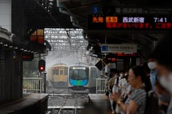 2021年7月2日。上石神井。3番ホームへ到着する40106Fの通勤急行 2752レ(奥右)。