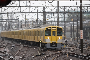 2021年7月2日 9時59分頃。上石神井。1番ホーム横の側線へ到着する2459F+2093Fの下り回送列車。