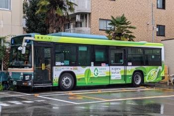 2021年7月2日。上石神井駅前。「GREEN OIL JAPAN」の西武バス。