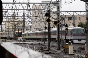 2021年7月4日。所沢。左奥が、57K運用で4801レ〜1804レと折り返す東急4110F。
