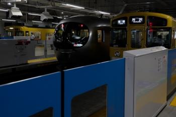 2021年7月4日。所沢。奥から、2007Fの新宿線5604レ、001系の18レ、2071Fの5301レ。