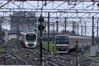 2021年7月6日。所沢。38103Fの5204レ(左)と電留線(E)で滞泊のメトロ10026F。