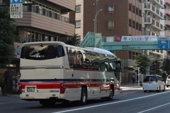 2021年7月21日 8時過ぎ。明治通り。千曲バスの高速バス。