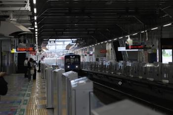 2021年7月21日 5時32分頃。所沢。本川越方から池袋線4番ホームへ到着する20106Fの回送列車。