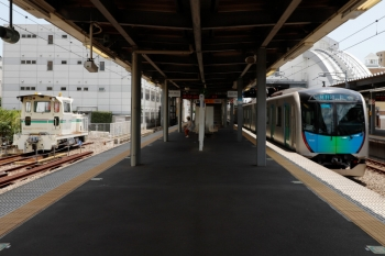 2021年7月22日 11時半頃。東長崎。右は40101Fの4118レ。