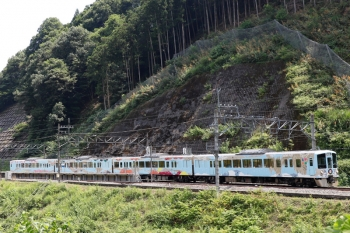 2021年7月23日 13時7分頃。正丸。通過する4009F(52席)の下り列車。