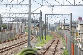2021年7月24日。東村山〜小川。東村山駅を発車した直後の国分寺線・上り列車から。左手は新宿線。