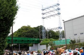 2021年7月24日 11時5分頃。新小金井〜多磨駅間。多摩川線の下を世界の自転車ロードレースのトップクラス選手たちが続々と通過。