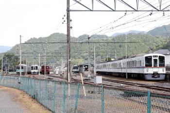 2021年7月25日 13時半頃。三峰口。4000系が2本留置されている駅構内で、C58-363がターンテーブルで転回中(左奥)。